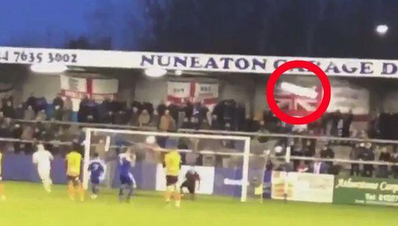 El portero derribó una lámpara de la tribuna en la séptima de Inglaterra. (Captura y video: YouTube)