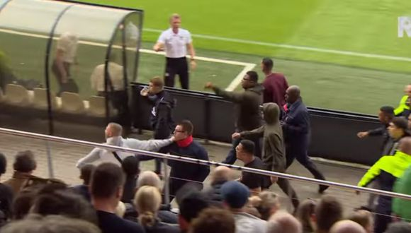 No manchen el fútbol: ultras del Ajax atacan a padres de la Sub 19 del Feyenoord y se suspende el partido. (Captura/Youtube)