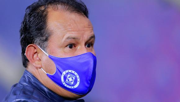 Juan Reynoso cursa su primera temporada en Cruz Azul tras dirigir a Puebla la temporada pasada (Getty Images)