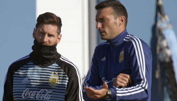 Lionel Scaloni ya piensa en el equipo para encarar el Perú vs. Argentina. (Foto: AFP)