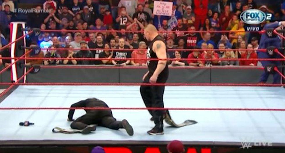Brock Lesnar luego de aplicarle su F5 a R-Truth. (Foto: WWE)