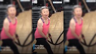 Tiene 90 años y se mantiene físicamente con rutinas fitness en Japón