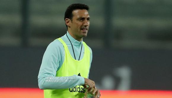 Lionel Scaloni ya piensa en el Perú vs. Argentina de las Eliminatorias. (Foto: AFP)