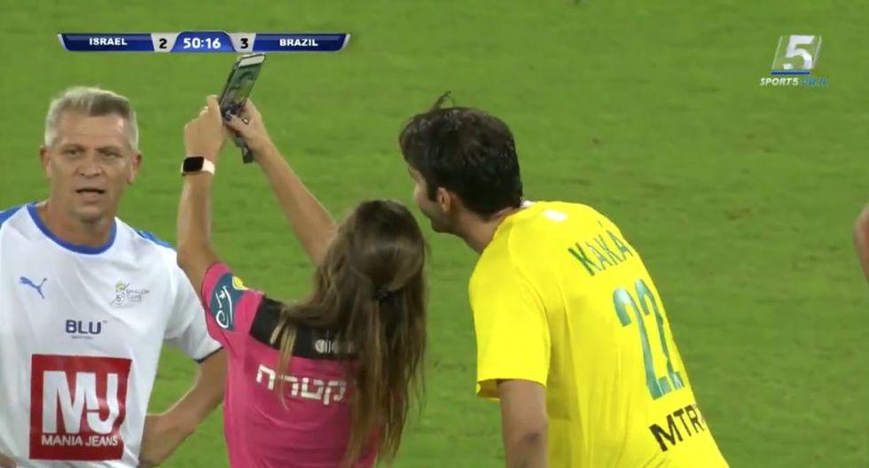 Ricardo Kaká y el 'selfie' con la jueza del amistoso entre Brasil e Israel. (Sport5)
