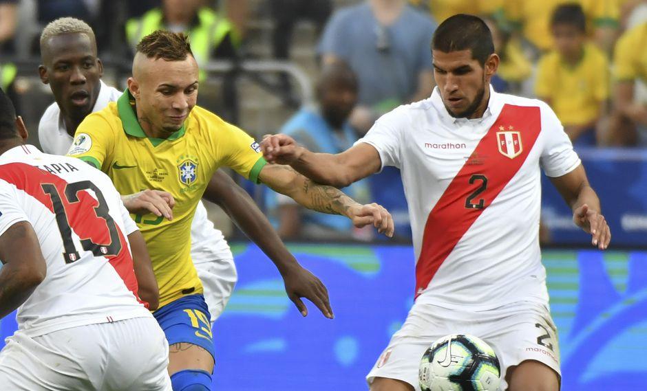 Luis Abram es titular en la Selección Peruana. (AFP)