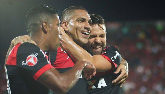 El saludo de Diego a Paolo Guerrero (Foto: USI).