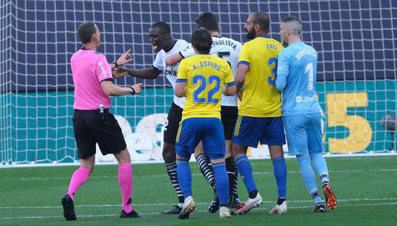 Diakhaby acusó a Juan Cala de insultarlo de forma racista en el Valencia vs. Cádiz. (Foto: LaLiga)