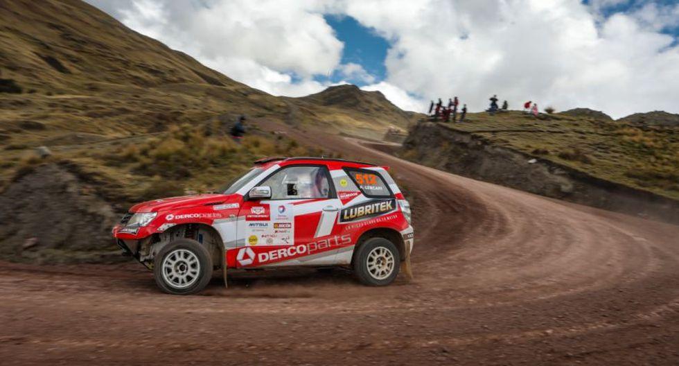 Renzo Lercari conduce junto a Javier Marchese en Camionetas. (Foto: Derco)