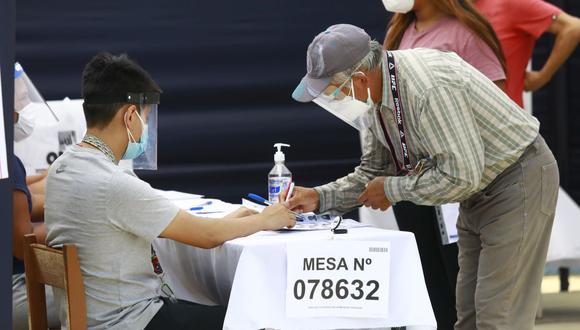 La ONPE ha dispuesto un horario escalonado para evitar aglomeraciones durante la segunda vuelta de las Elecciones 2021. (Foto: Jéssica Vicente/ GEC)