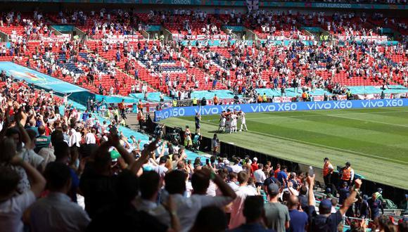 Un aficionado, en estado grave tras caerse de una grada en Wembley. (EFE)