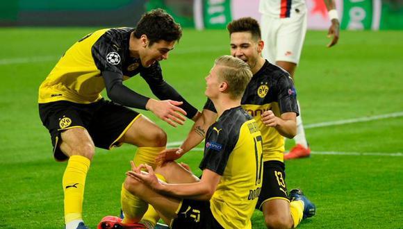 Giovanni Reyna y Erling Haaland celebrando el gol del triunfo del Borussia Dortmund ante el PSG por la Champions League. (Foto: AFP)