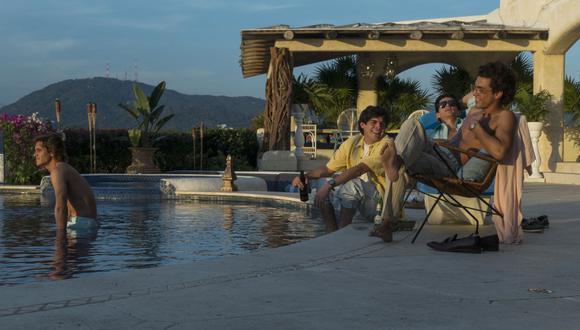 La bioserie de Luis Miguel recrea que la mansión de Acapulco la usó para dar grandes fiestas con sus amigos (Foto: Netflix)