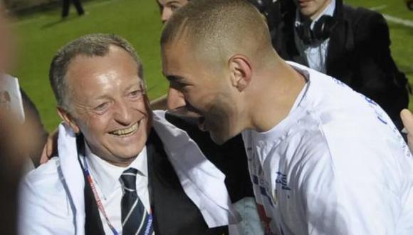 Jean-Michel Aulas es el actual presidente del Olympique de Lyon, club donde debutó Karim Benzema. (Foto: Twitter)