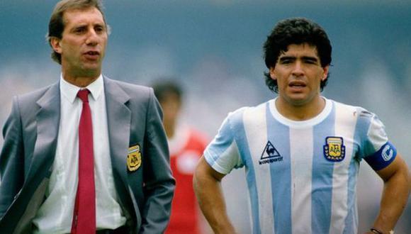 Carlos Bilardo no sabe que Diego Maradona falleció en noviembre del 2020. (Foto: Twitter)