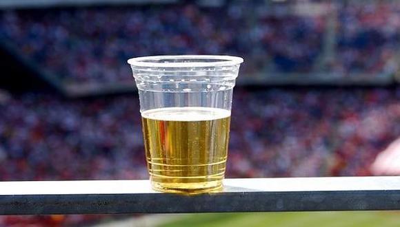 El alcohol estará autorizado en los palcos de los estadios de Qatar 2022. (Foto: EFE)