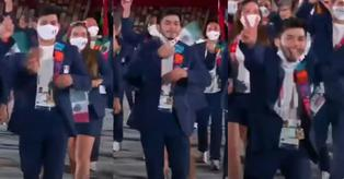 Deportista mexicano se quitó el cubrebocas en la inauguración de Tokio 2020 y le llueven críticas