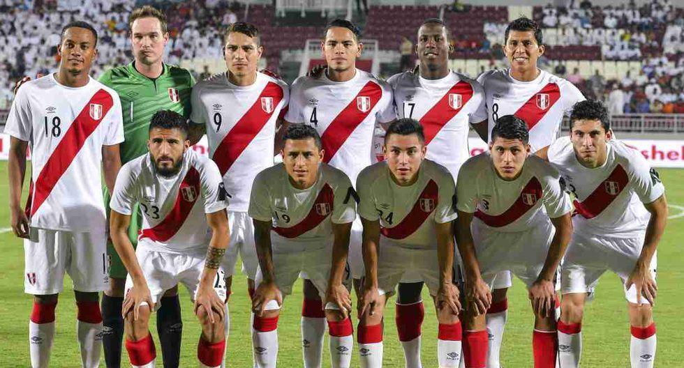 El equipo titular de la selección peruana que saltó a la cancha. (Foto: EFE)