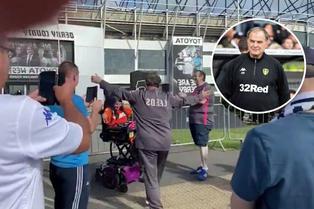 Mira el gesto de Marcelo Bielsa hacia una simpatizante del Leeds United