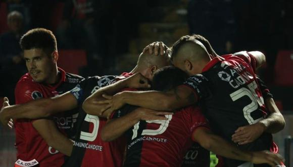 Colón se clasificó a la segunda ronda de la Copa Sudamericana al derrotar este martes al peruano Deportivo Municipal por 2-0 en Santa Fe. Tomás Sandoval (42, de penal, y 50) anotó los tantos para el triunfo 'Sabalero'. (Foto: Twitter Colón de Santa Fe)