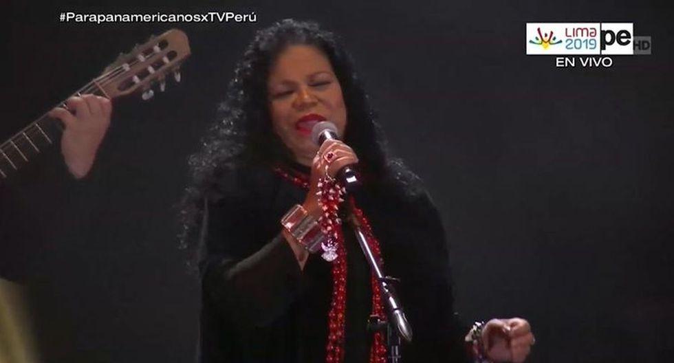 """Eva Ayllón y su gran interpretación del tema """"Canción con todos"""" en la clausura de los Parapanamericanos 2019. (Imagen: TvPerú)"""