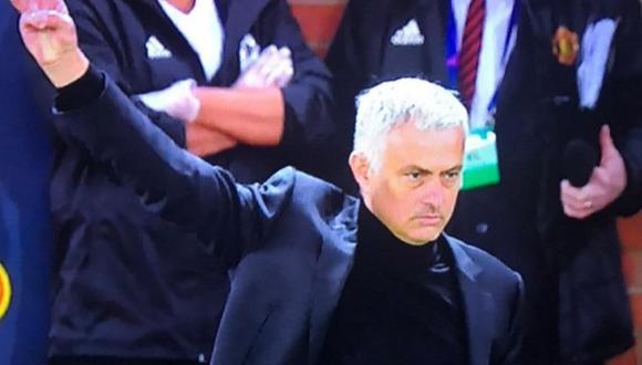 José Mourinho frustrado tras empate con West Ham en la Premier League.