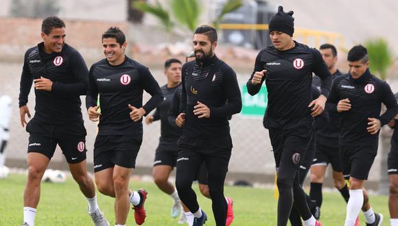 Plantel de Universitario llegó al estadio Alberto Gallardo para el duelo ante San Martín. (Foto: Prensa U)
