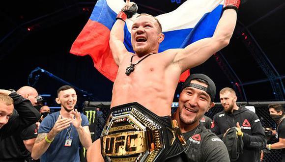 Petr Yan se coronó nuevo campeón de peso gallo en el UFC 251. (Getty Images)