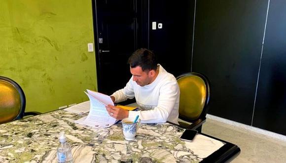 Carlos Tevez firma renovación con Boca Juniors mientras su padre se recupera de COVID-19
