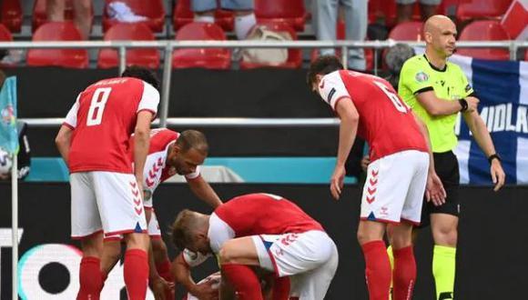 Anthony Taylor, el árbitro que vio desde el campo el incidente que afectó la salud de Christian Eriksen. (Foto: AFP)