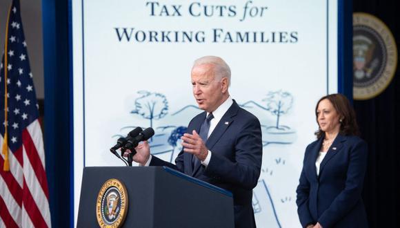 El presidente de los Estados Unidos, Joe Biden, con la vicepresidenta Kamala Harris, habla sobre los pagos de alivio del crédito tributario por hijos que son parte del Plan de rescate estadounidense durante un evento en el edificio de oficinas ejecutivas de Eisenhower en Washington, DC, el 15 de julio de 2021 (Foto: Saul Loeb / AFP)