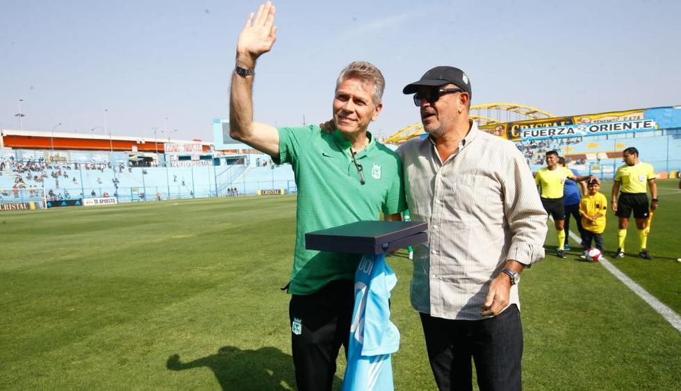 Paulo Autouri fue homenajeado por Sporting Cristal. (Lino Chipana)