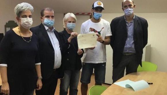 En 12 minutos Luis Suárez obtuvo el certificado de haber aprobado el examen de italiano B1. (Foto: Sky Sport)