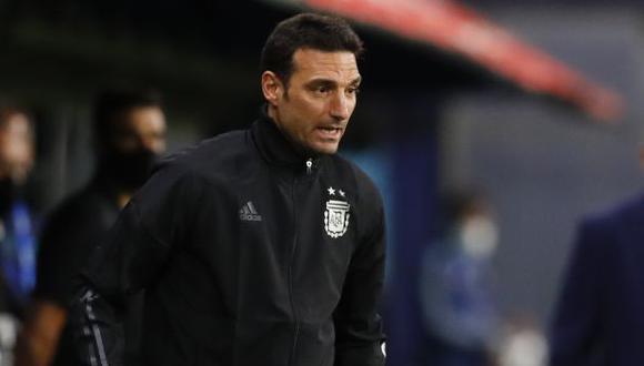 Lionel Scaloni inició el camino rumbo al Mundial 2022 con una victoria. (Foto: AFP)