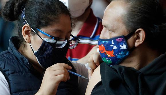 Vacuna COVID-19 en México: cómo registrarte y cuáles son los requisitos si tienes entre 18 y 29 años (Foto: Getty Images)