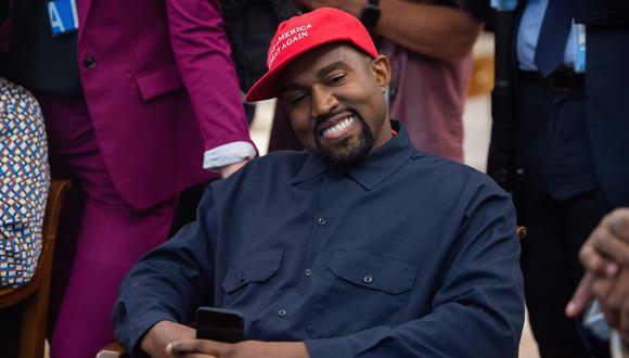 Kanye West marcó tendencia con su calzado deportivo durante la gala de los premios Grammy 2008. (Foto: AFP)