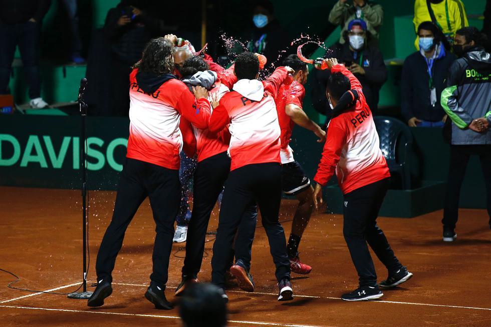 El festejo de la selección peruana tras vencer a Bosnia y Herzegovina por la Copa Davis 2021. (GEC / Fernando Sangama)
