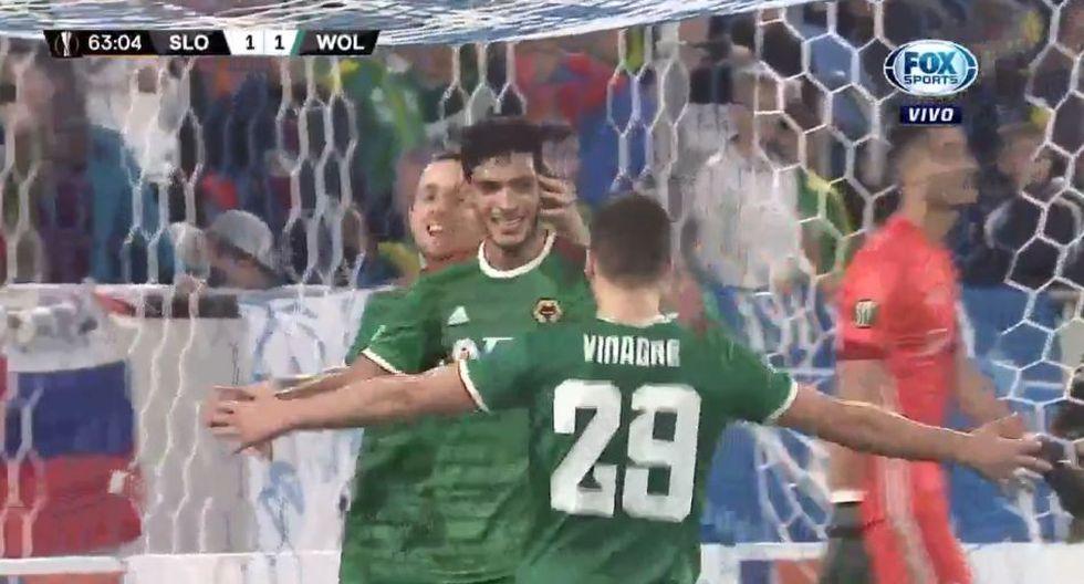 El gol de Raúl Jiménez que puso el 2-1 de los Wolves por Europa League. (Fox Sports)