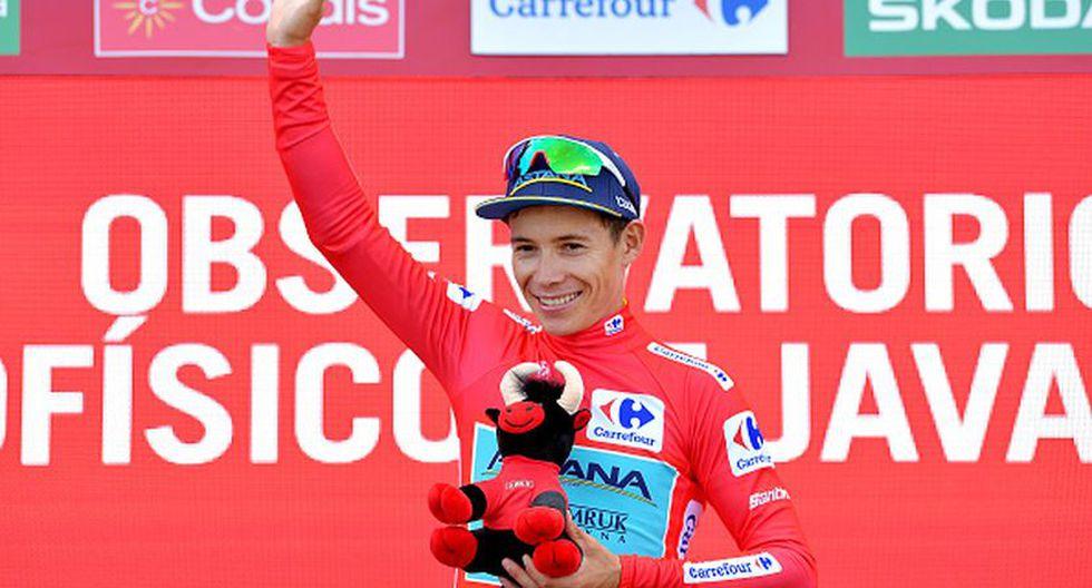 Miguel Ángel López en el podio como nuevo líder de la carrera. (Foto: Getty Images)