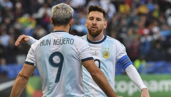 Sergio Agüero y Leo Messi comparten una gran relación de amistad desde hace algunos años. (Foto: AFP)