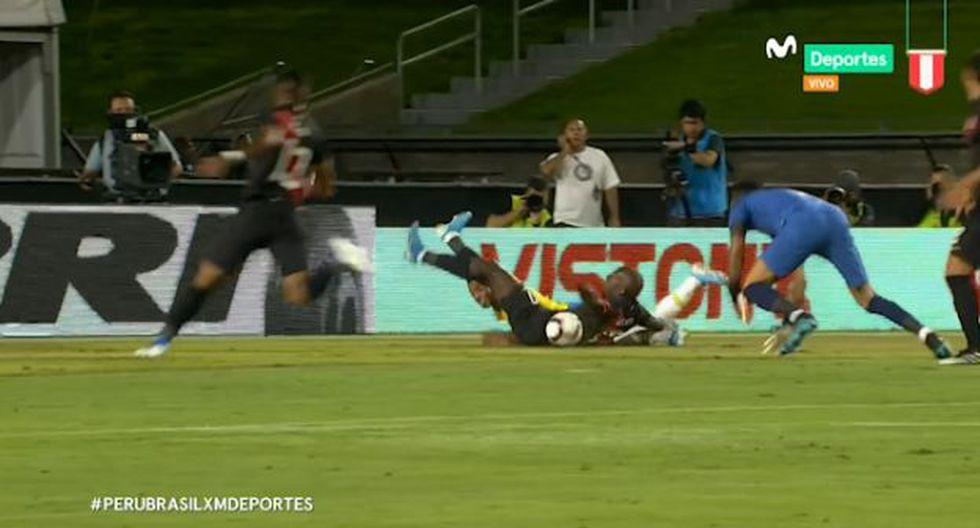 Advíncula evitó el primero del Perú vs. Brasil. (Captura)