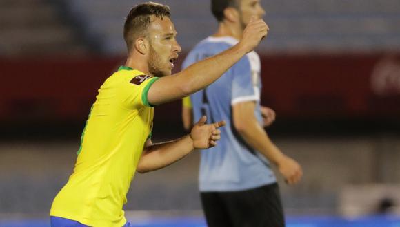 Arthur marcó su primer gol con Brasil en el duelo ante Uruguay por Eliminatorias (Foto: EFE)