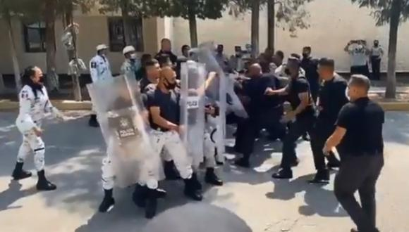 Entrenamiento policial en México termina en pelea campal. (Foto: @kroseco25 / Twitter)