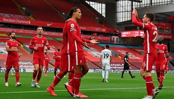 Leeds perdió ante Liverpool en los últimos minuto de su debut en Premier . (Foto: EFE)