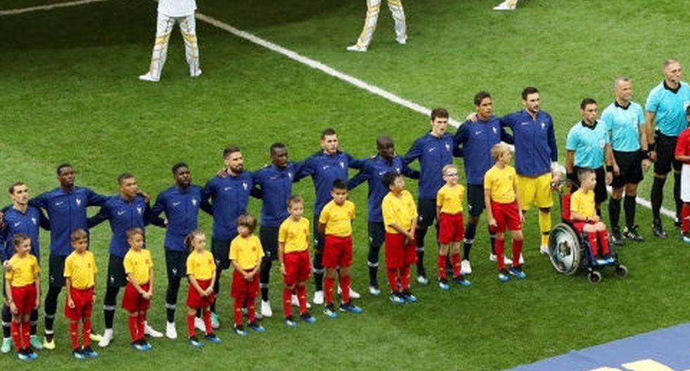 Jhonny Erazo Usaita, tiene 11 años y saltó a la cancha de la mano de un jugador de Francia.