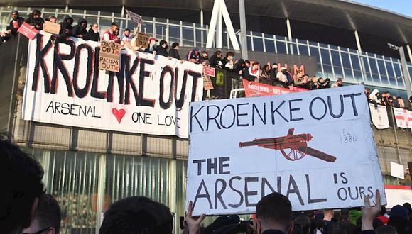 Los hinchas de Arsenal se mostraron en contra de los directivos tras el intento por pertenecer a la Superliga. (Foto: EFE)