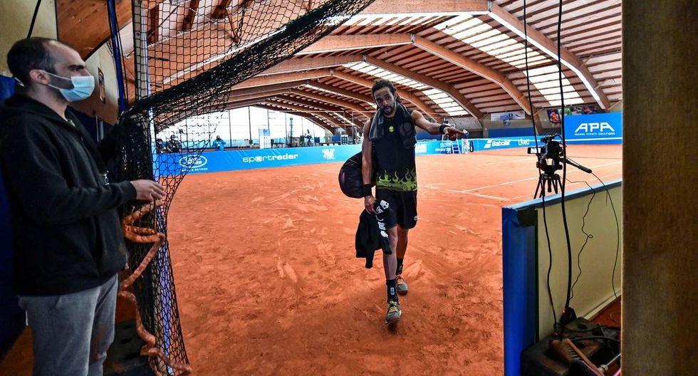Nadie está dentro del campo salvo los tenistas. (Foto: AFP)