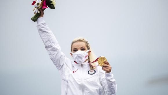 Oksana Masters con el oro en ciclismo contrarreloj en los Juegos Paralímpicos de Tokio 2020. (Foto: AFP)