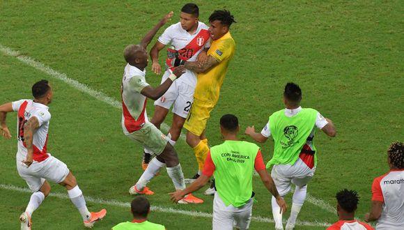 Pedro Gallese le tapó el remate a Luis Suárez y Edison Flores convirtió el penal decisivo para que la Blanquirroja derrotase por 5-4 a Uruguay en otra tanda de lanzamientos en los cuartos de final de la Copa América. (Foto: AFP)