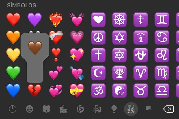Brown heart emojis can be found in the WhatsApp Objects option.  (Photo: MAG)