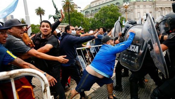 Diego Maradona: hinchas generan disturbios en la Casa Rosada (Foto: AP)
